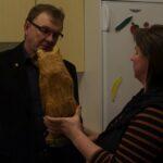 Karhupatsas muistoksi Veli-Matille ansiotuneesta työsarasta pinsiöläisten hyväksi